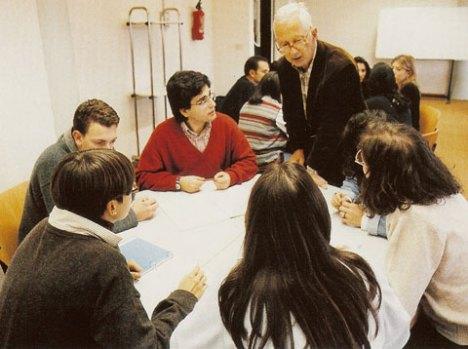 Il Prof. Antonio Viti con alcuni studenti di Medicina e Chirurgia