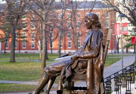 La statua di John Harvard